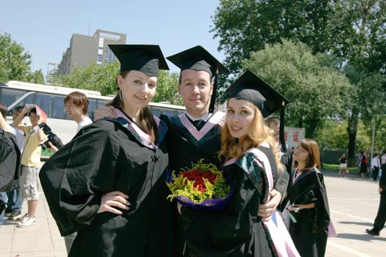 Foreign Students Enjoy the Life in Tibet