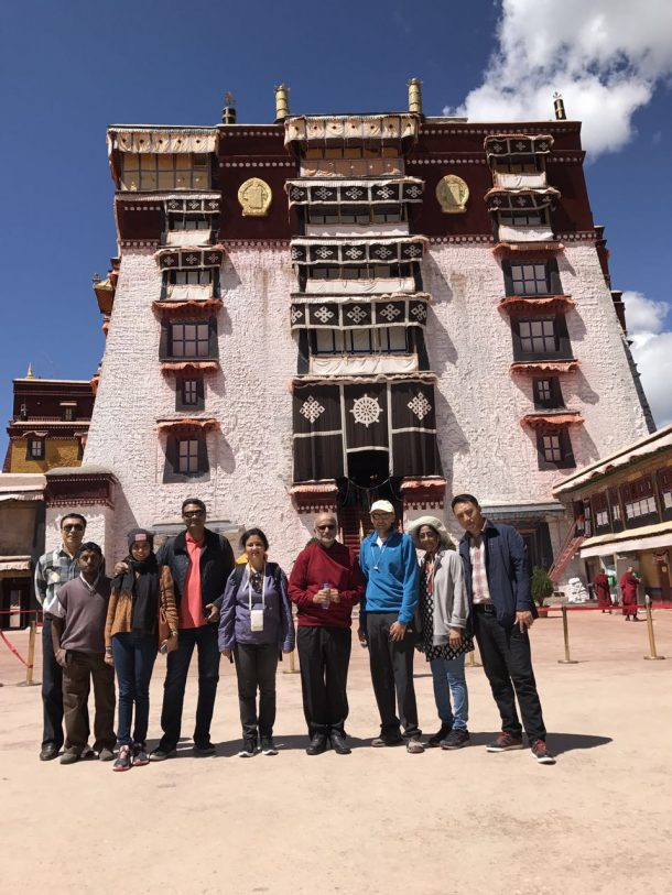 How to Visit a Monastery in Tibet