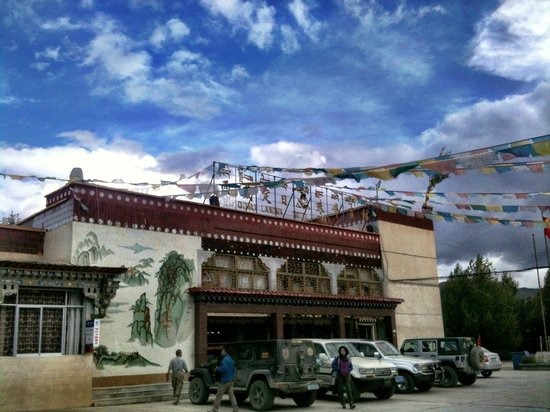Mt Everest Hotel and restaurant in Tingri -Explore Tibet