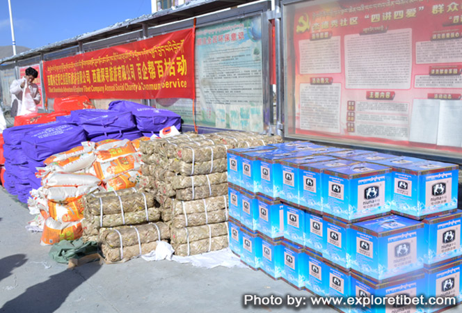 Explore Tibet donating rations to villagers in Tibet