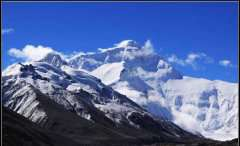 8-Everest-peak
