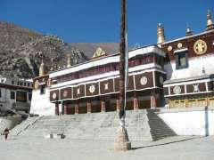 3-Drepung-moanstery1