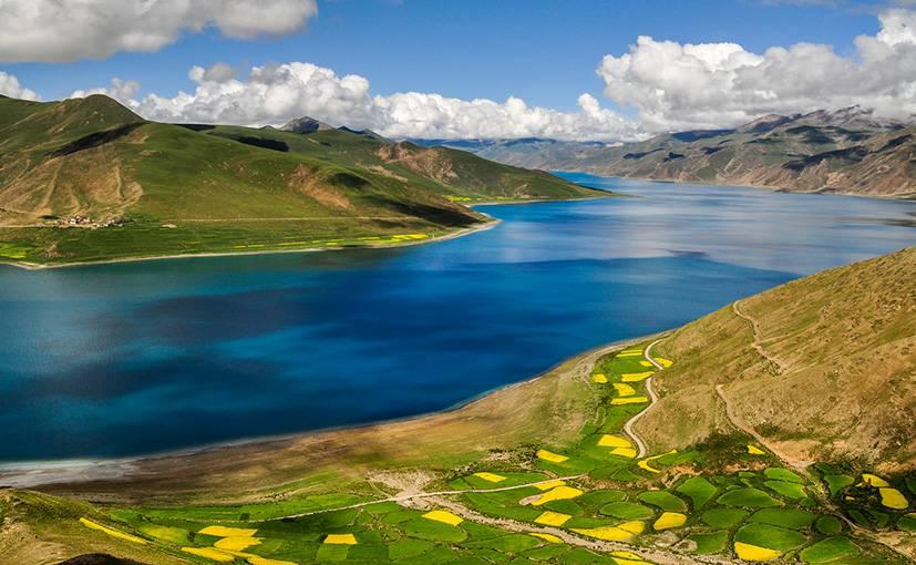 Holy Yamdrok lake