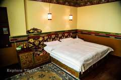Gesar Hotel double bedroom