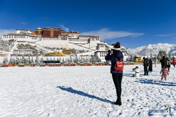 Tourists at the Potala Palace in January