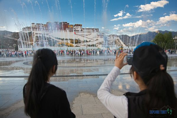 Chinese tourists and the dancing waters at the Potala Palace