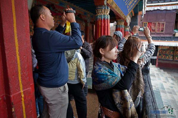 Chinese tour group at Tashilhunpo Monastery, Shigatse
