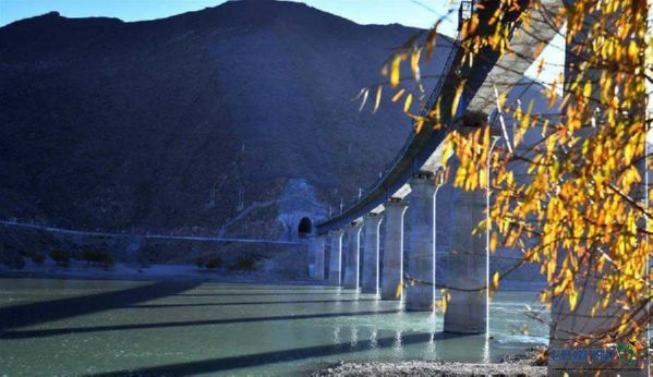 The 4,615-meter Lhasa-Nyingchi Railway Bridge across the Yarlung Zangbo River in Sangri County